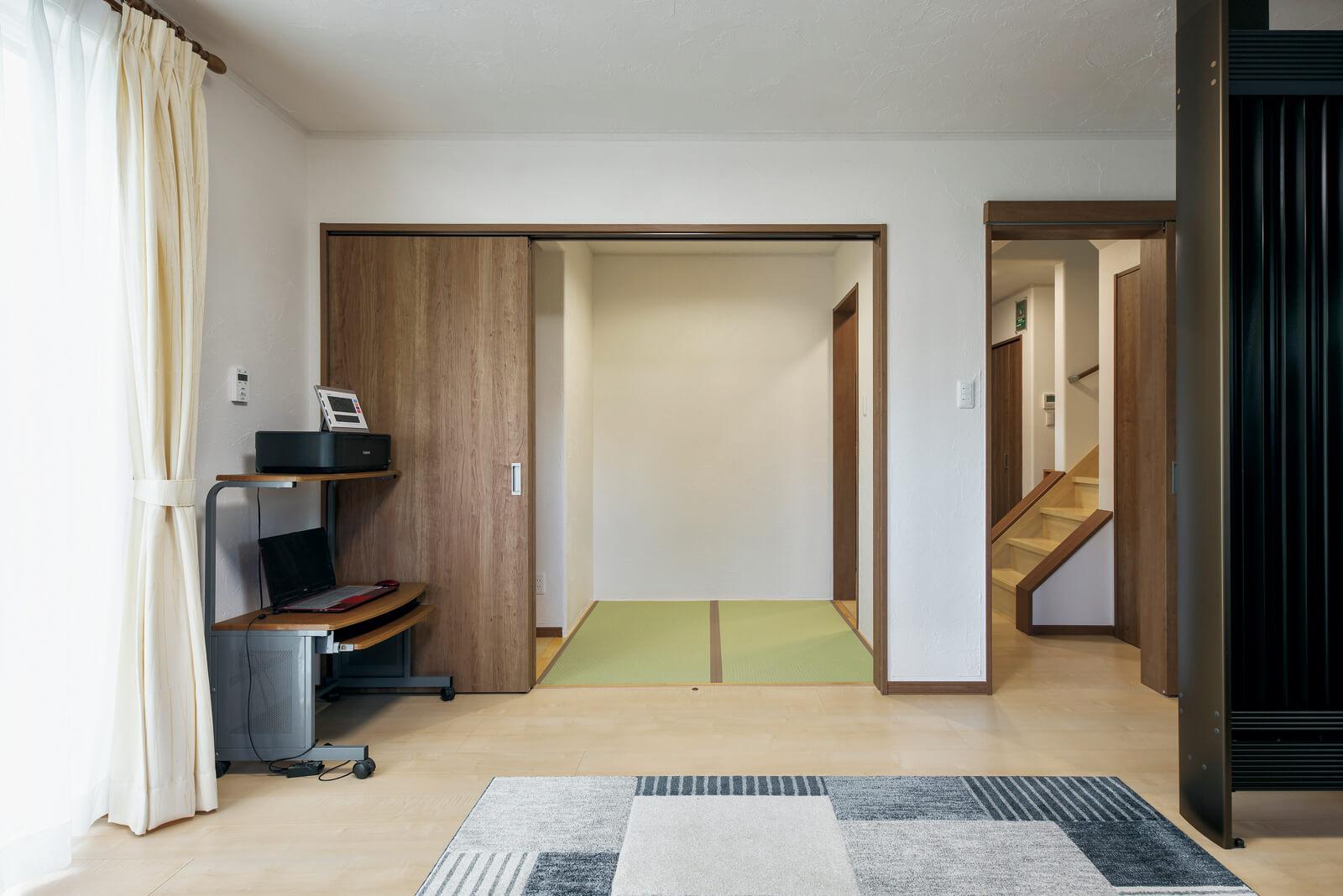LDKとつながる和室は将来仏壇を置く部屋として設けた。床暖房入りなので横になっても気持ちが良い