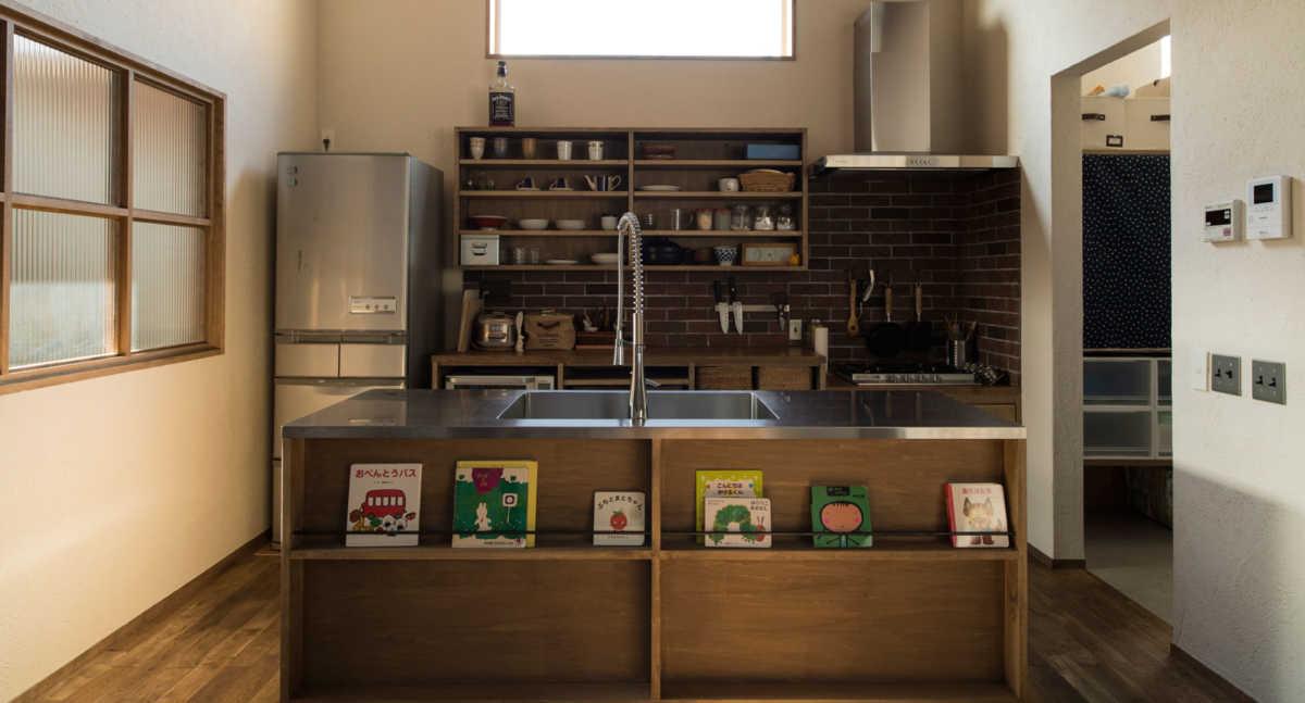 工夫も方法もいろいろ。対面キッチンの収納