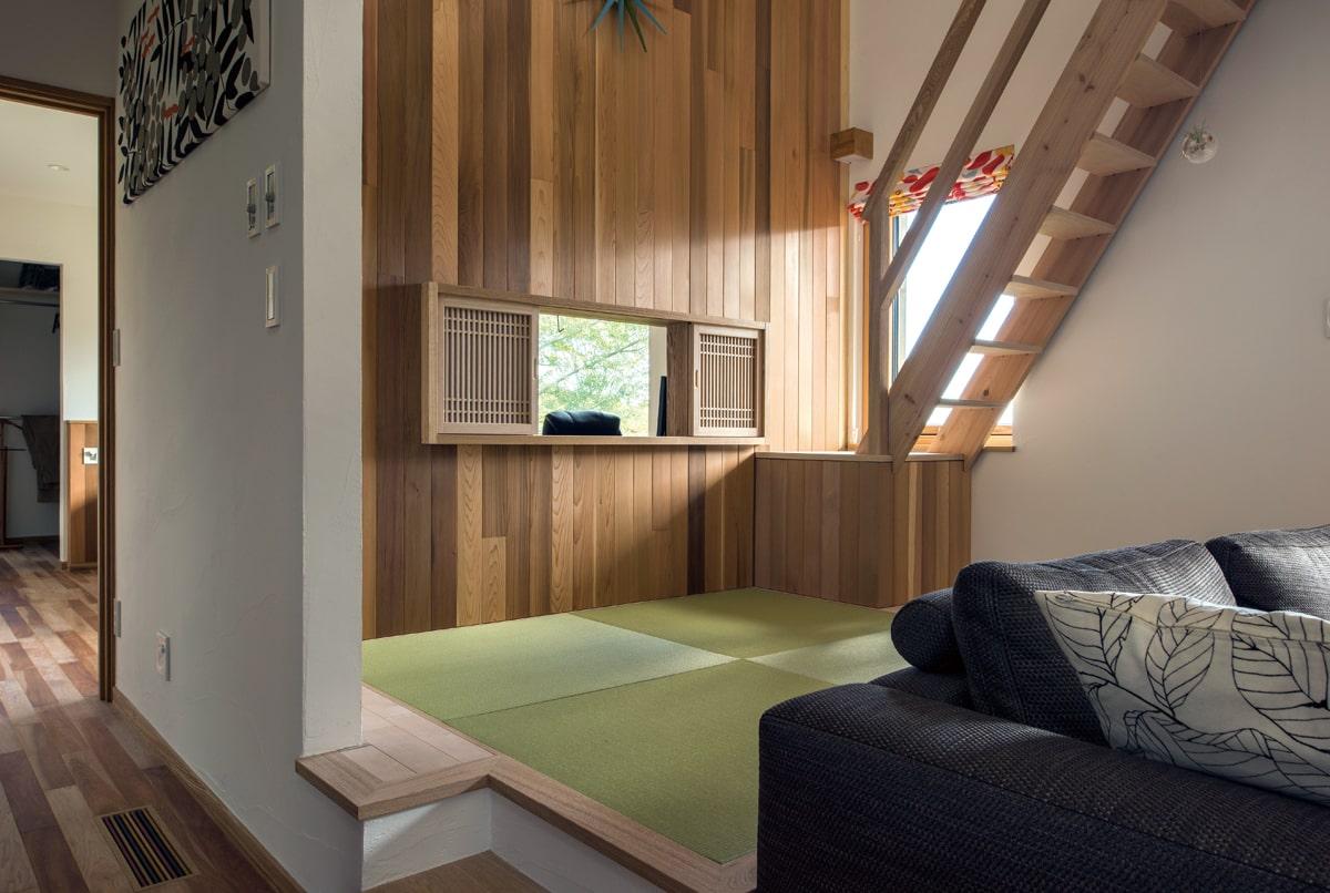 小上がりになっている畳のスペースは、ごろんと寝ころぶ用に欲しかったもの