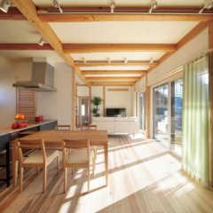 県産無垢材を多用し、自然の力を生かした夏涼しく冬暖かい家