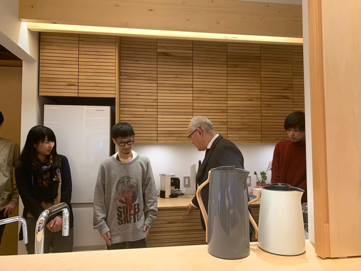 事務所にはスタッフたちのための本格的なキッチンも設えられていた。遠藤さんは長時間にわたり、事務所の隅々まで丁寧に説明してくださった