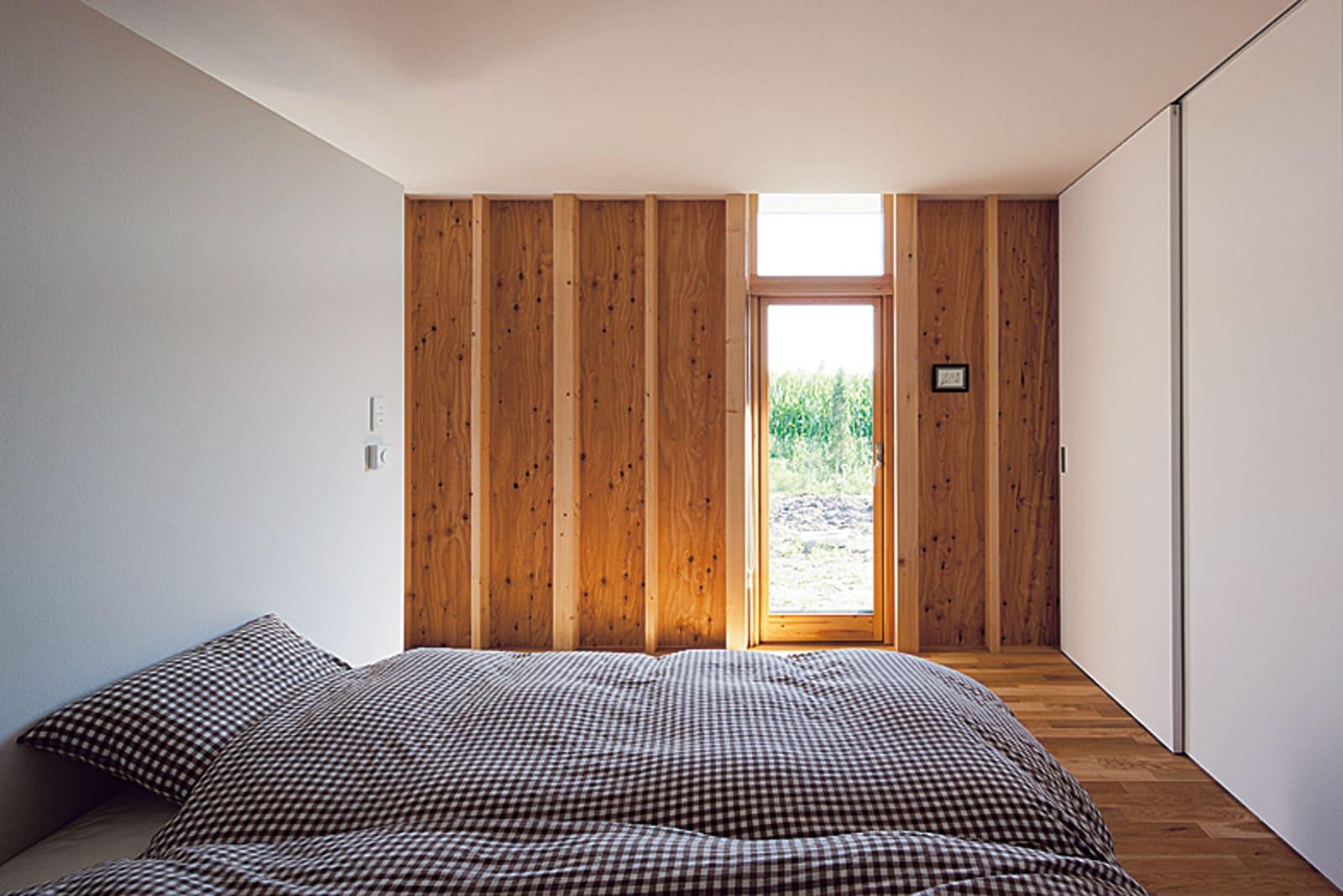 寝室と書斎は一番東側に配置。必要に応じて廊下を閉じることができる