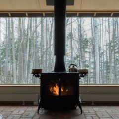 間取りの工夫が光る。「玄関+リビング土間に薪ストーブ」の住ま…