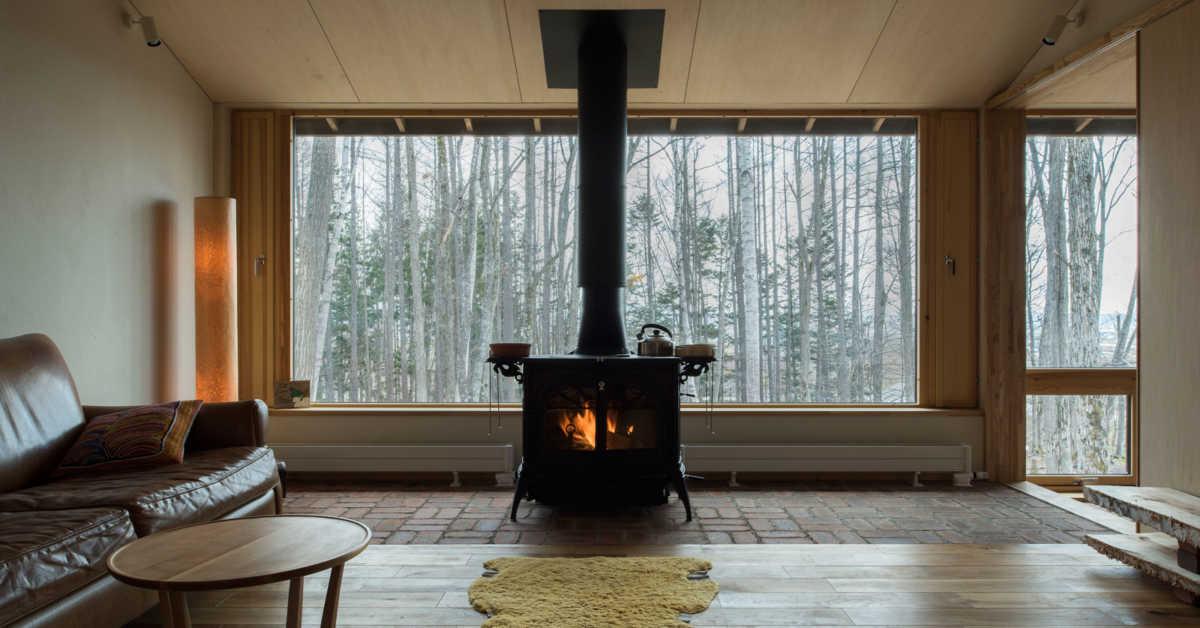間取りの工夫が光る。「玄関+リビング土間に薪ストーブ」の住まい実例