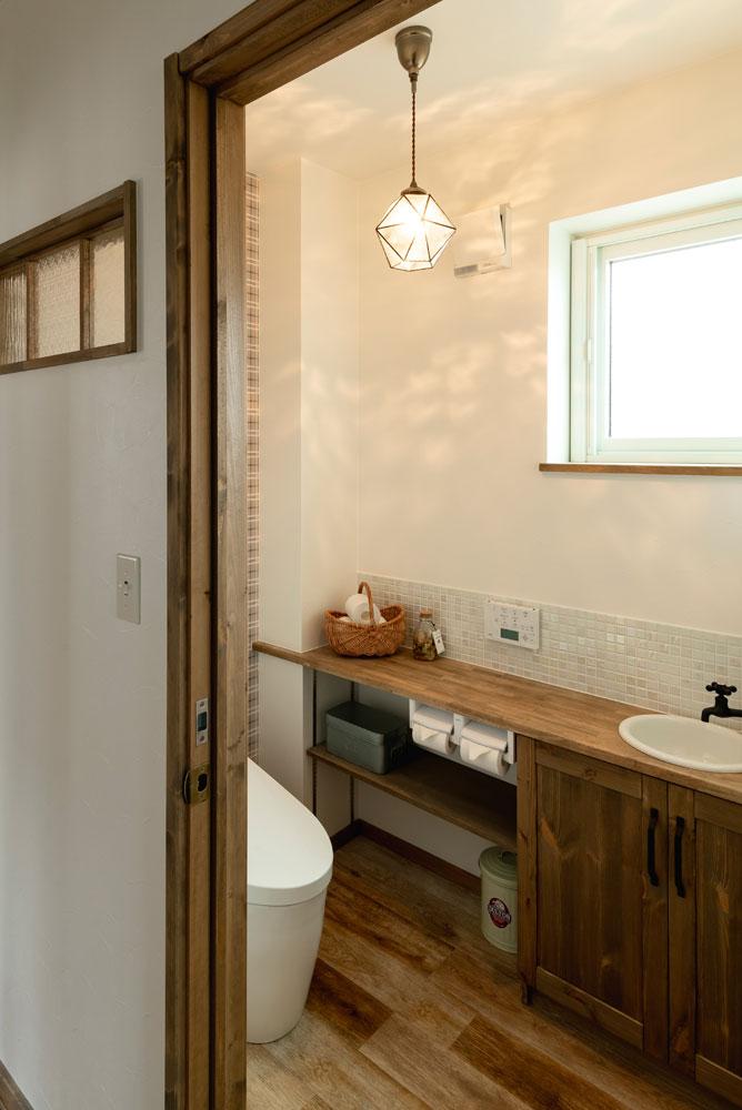 トイレのカウンターも、あるとちょっと便利、な存在
