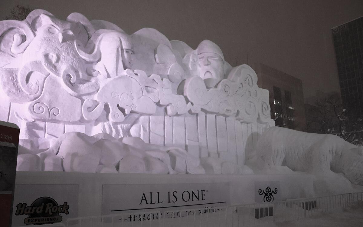 ALL IS ONE™~世界のはじまり、アイヌ物語~/雷神(カンナカムイ)と森の女神(チキサニ姫)の像