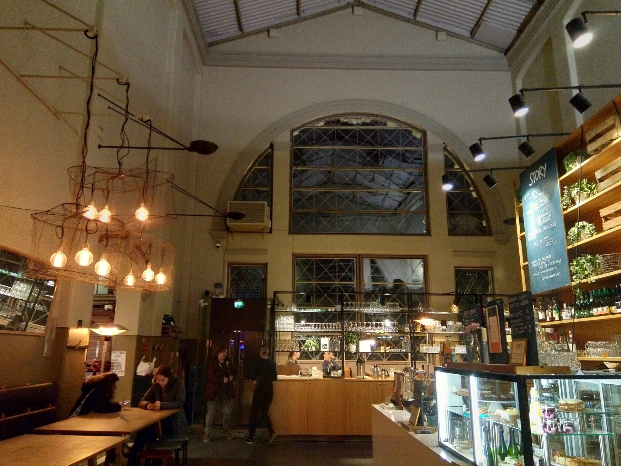 天井が高くて気持ちのいいカフェ