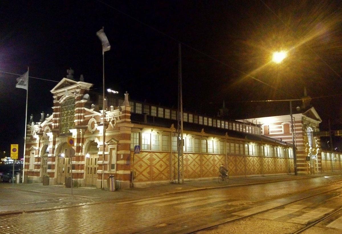 建築家グスタフ・ニューストロンが設計のオールドマーケットホールは、約130年前に建てられたもの