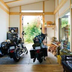 男のロマン!バイクガレージのある家