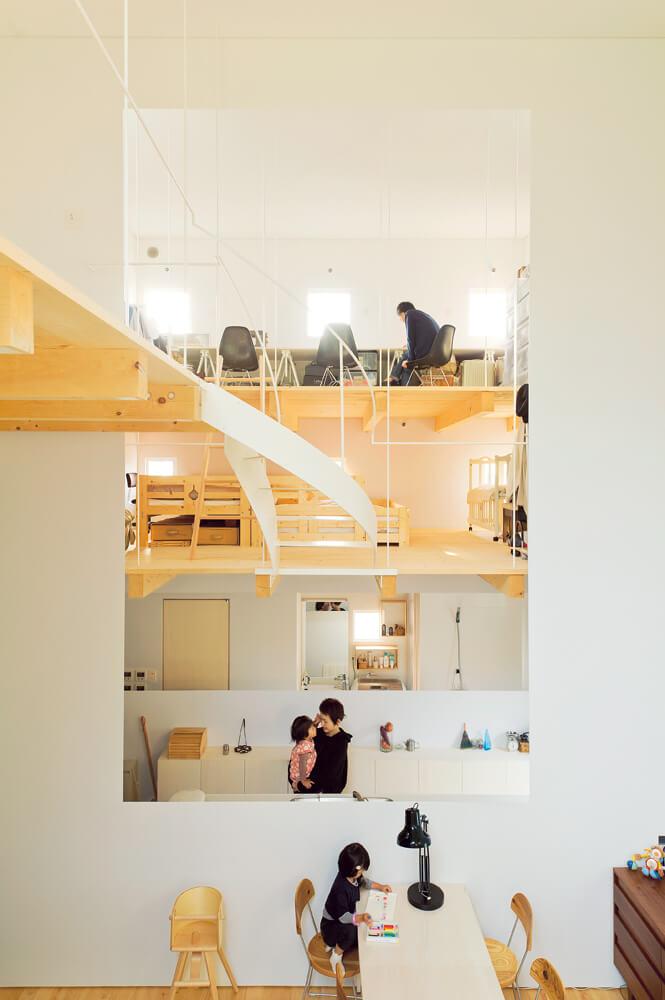 階段が、空間の自由度を増している