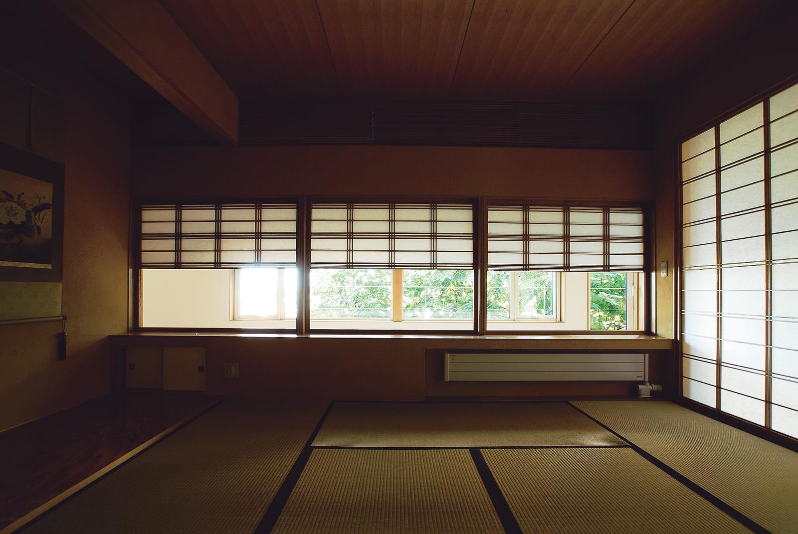 室内への光をあえて制限した和室。障子を閉めれば完全に独立された空間になる