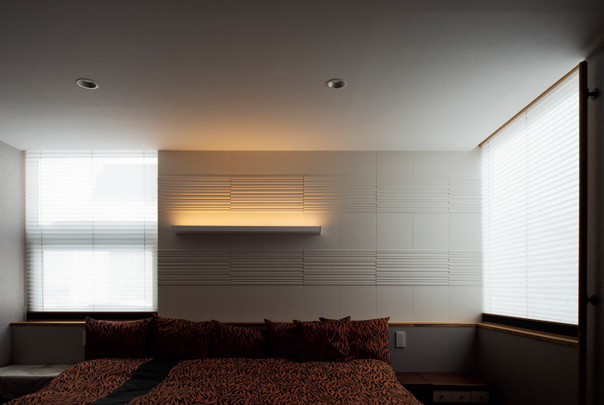 すっかり家づくりの定番になった「エコカラット」。調湿・消臭効果に優れるこの建材は、寝室にもうってつけ