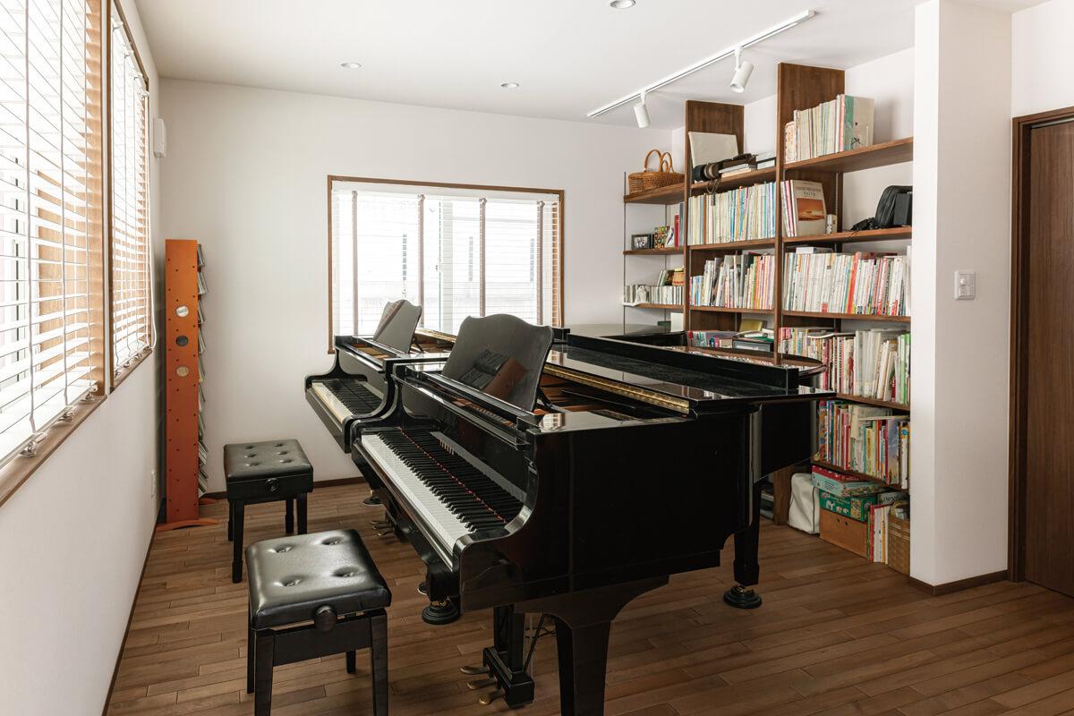 ダクトを用いて、グランドピアノが2台並ぶピアノ室までも温める工夫がなされている