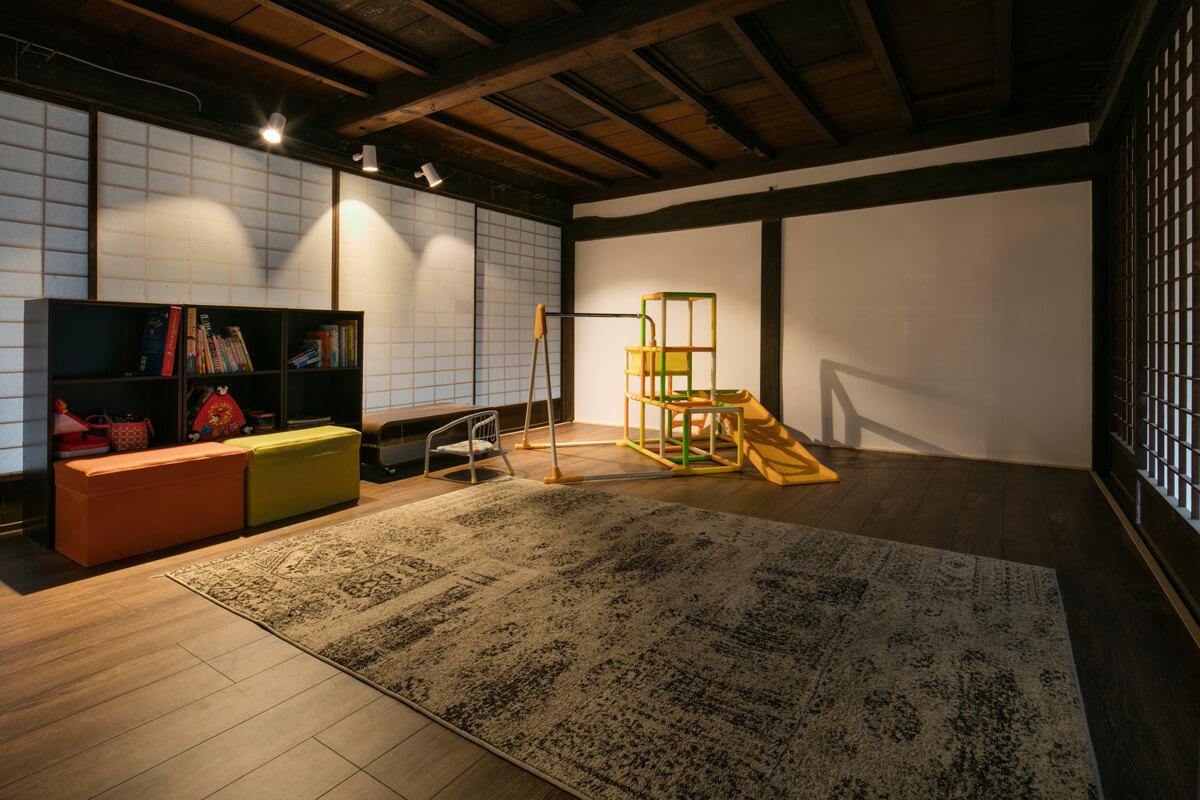 2階に配した子ども室。天井板が開くようになっており、ゆくゆくは3階に子ども室を設ける予定