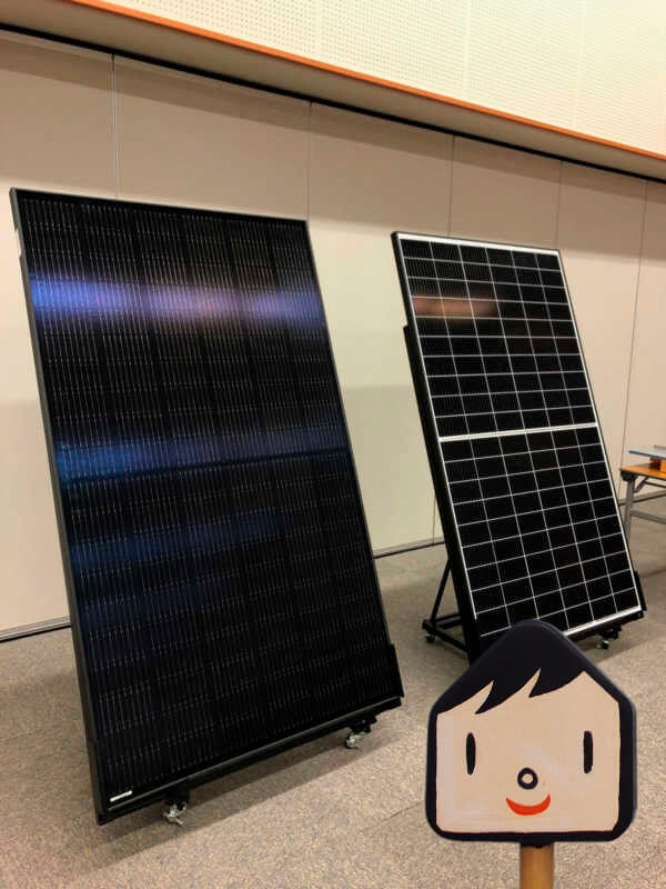 ちなみに太陽光発電パネルはこんなに大きいんだ。リプランくんも近くで見るのははじめてだったけど、1枚が成人男性なみの大きさでびっくり!こんなのが何十枚も載るのか。。屋根って広いんだね!