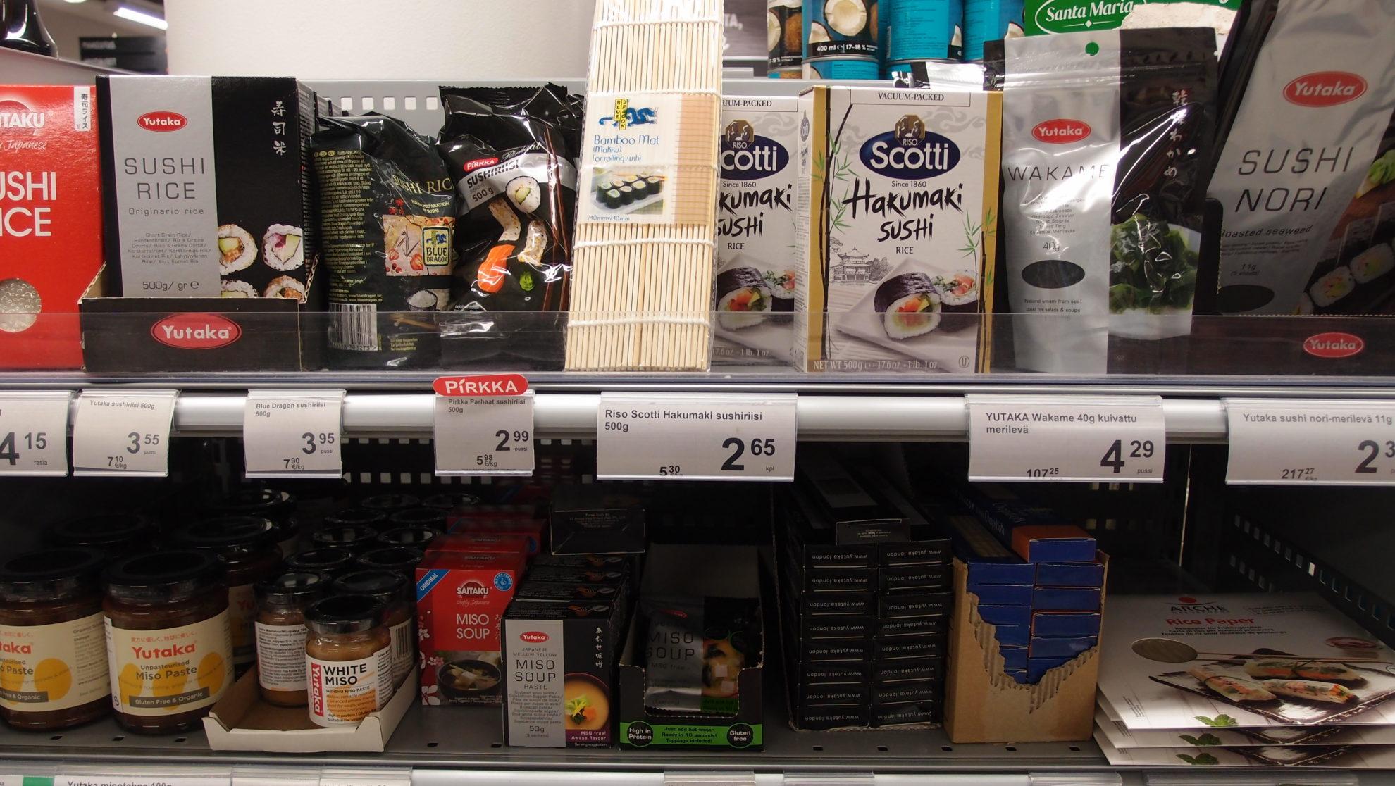大きなスーパーでは日本食コーナーも
