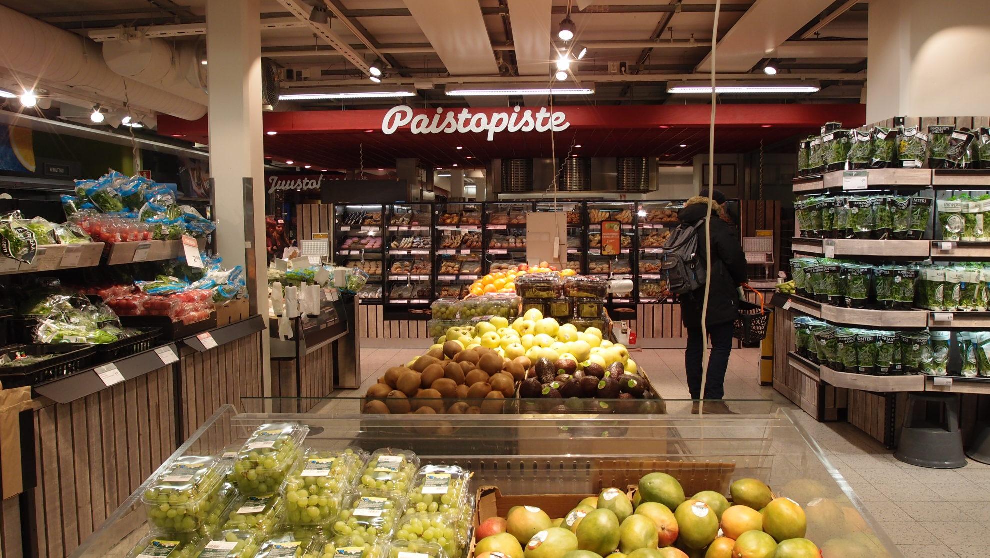 フィンランドのスーパーの野菜・果物売り場