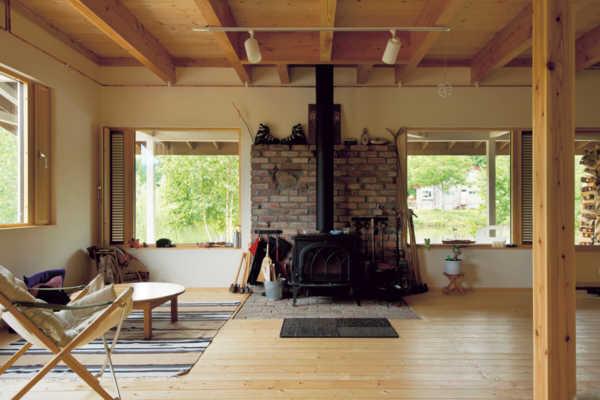 オープンな空間で自然を身近に感じながら過ごす家