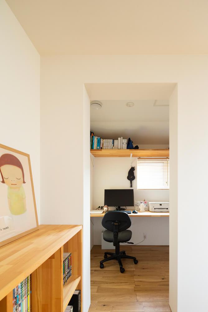 ダイニングの南側に設けられた書斎スペースは、将来的には子どもたちの勉強部屋や奥さんの仕事部屋として利用される想定
