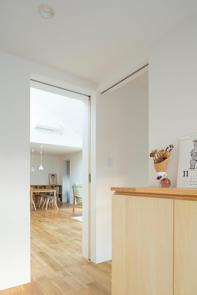 玄関脇には、将来の同居も考慮してSさんのご両親のための部屋を配置。バスルームやユーティリティなどへはリビングを介さずに行けることでプライバシーにも配慮