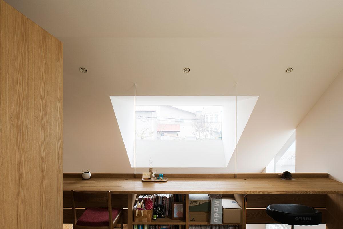 光がやわらかに広がる、紙クロスで仕上げた空間