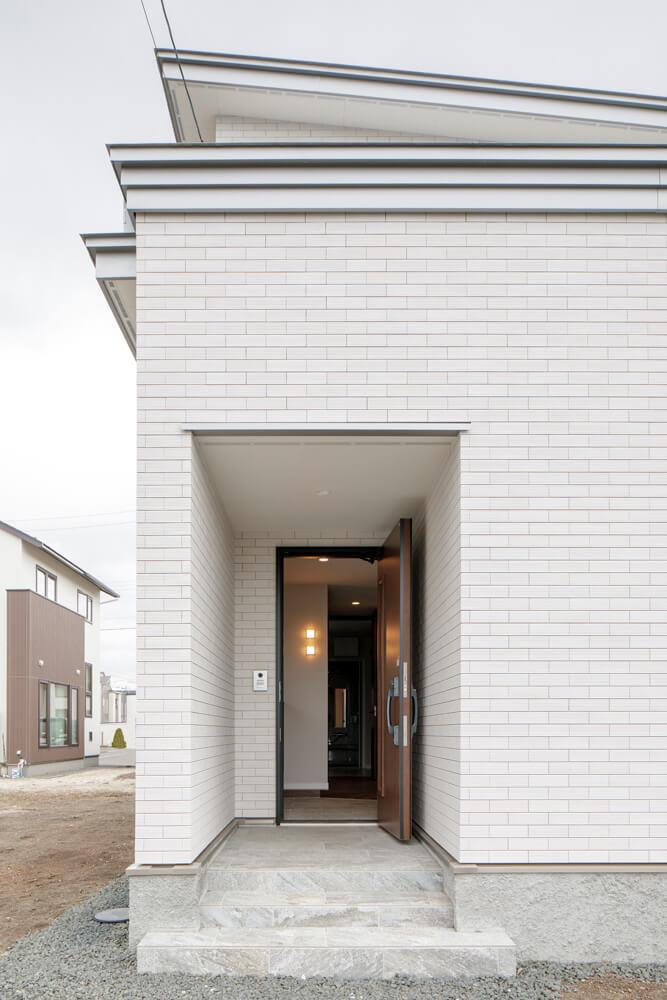 乾式工法のタイル張り外壁。高級感があり、メンテナンスの負担が少なく経済的
