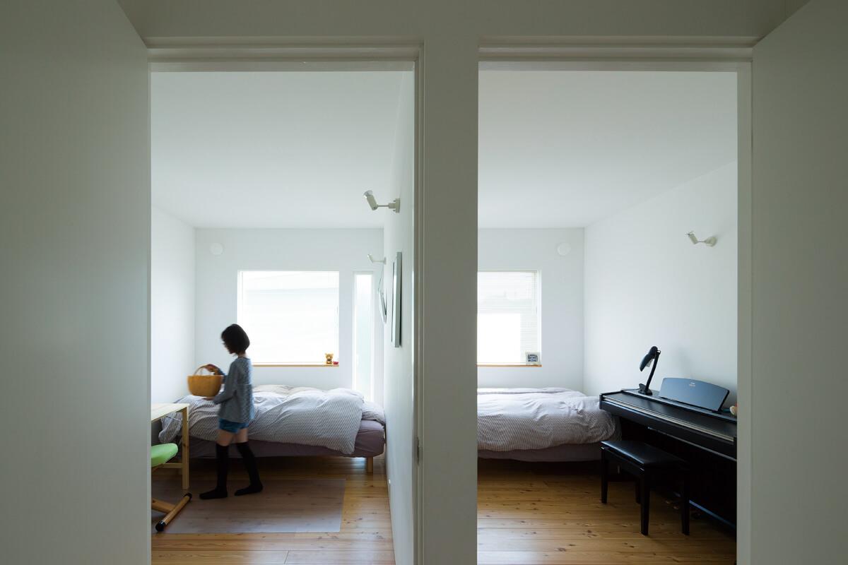 2階はそれぞれの個室と水まわりをレイアウトしたプライベートな空間。お子さんたちの個室は仲良く隣り合わせに