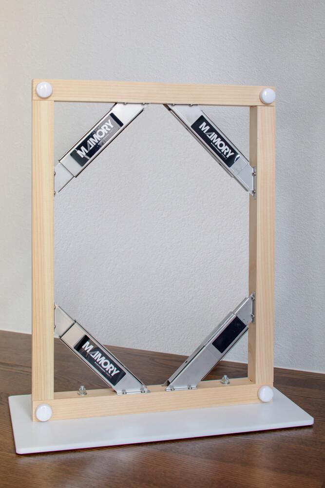 制震ダンパーは標準仕様。XY軸方向にそれぞれ2組ずつ組み込んでいる