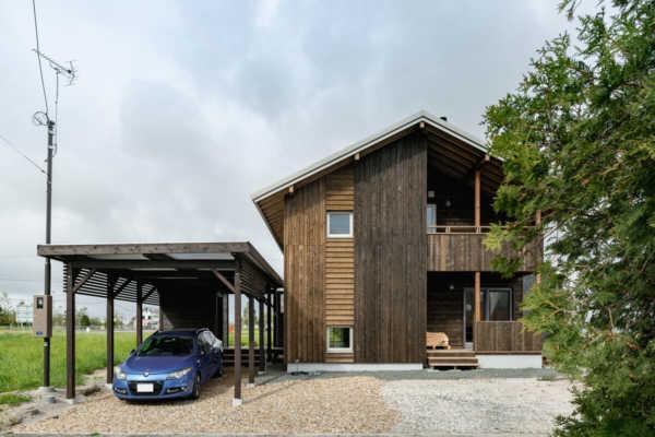 小さく豊かに暮らす 道産カラマツの家