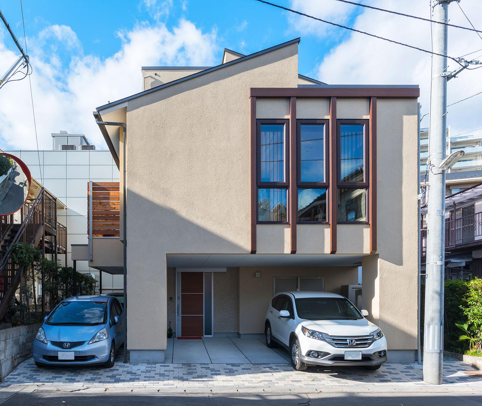 4台分の駐車スペースの確保だけでなく、住まいの顔となる外観デザインにもこだわったOさん宅