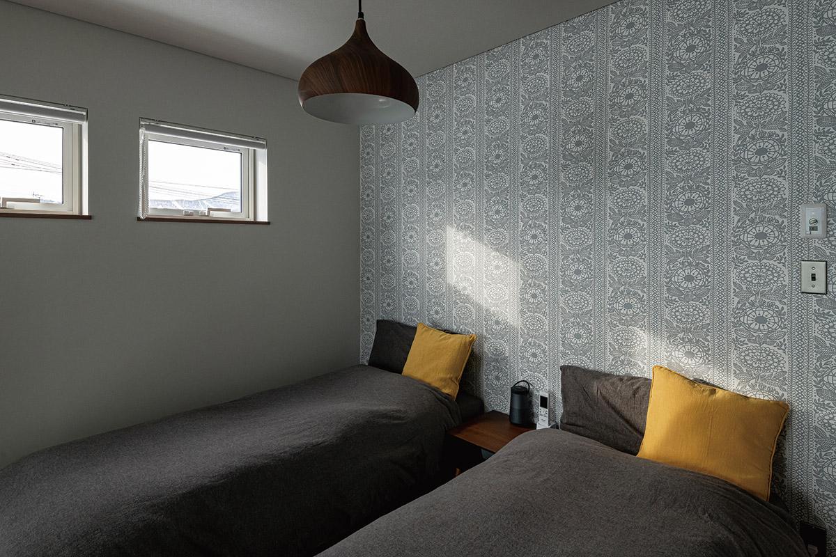 「LDKでは採用しにくい、だけどお気に入り」というデザインのクロスを寝室のアクセントウォールに用いるケースも多い