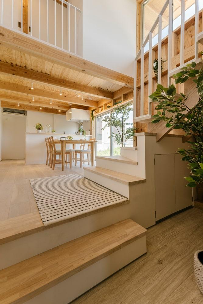 部屋のレイアウトを工夫すれば、スキップフロアを多用した空間でも開放感を得られる