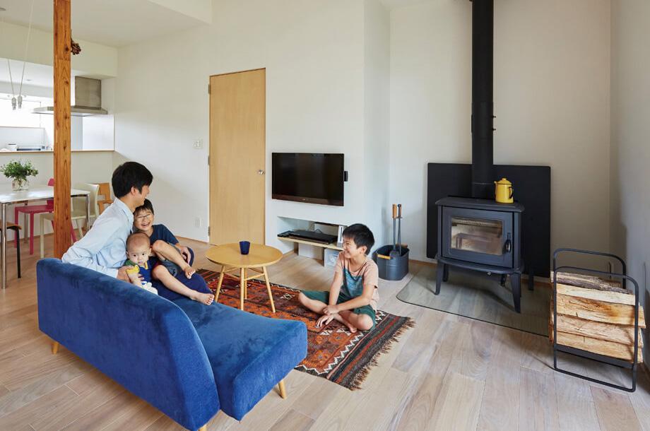 ちょうど良いテレビの高さは、ソファの座面の高さやテレビのサイズなどによって変わる