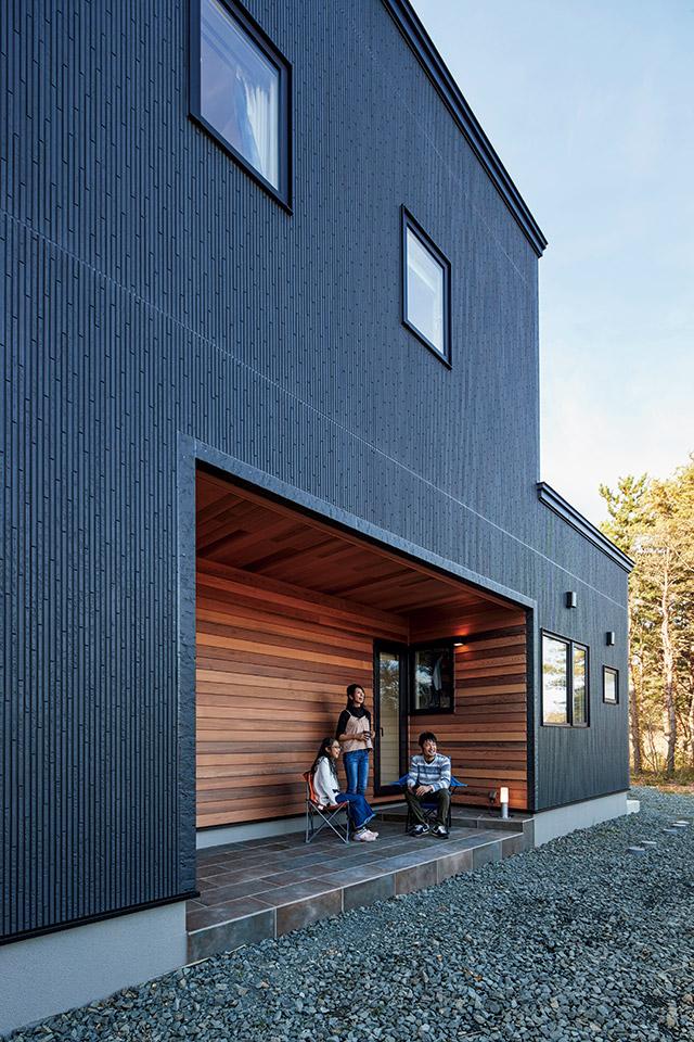 テラスは1つの部屋のようでありながら、屋外の自然と一体になれる心地よい空間
