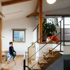 LDKを分けて設計!変形地を生かした2階リビングの間取り