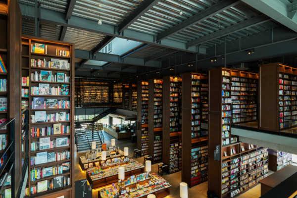 「知の森」に学ぶ居心地のよさのしかけ。江別 蔦屋書店