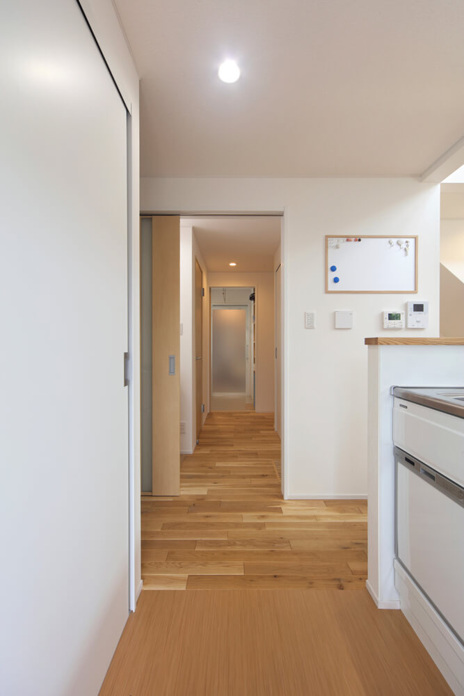 キッチンから浴室まで水まわりが直線でつながっているので家事動線がスムーズ