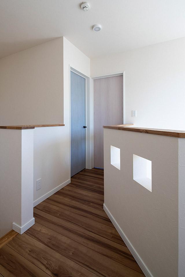 将来子ども部屋を2つに分けられるよう、L字型の大部屋にドアを2カ所設けている