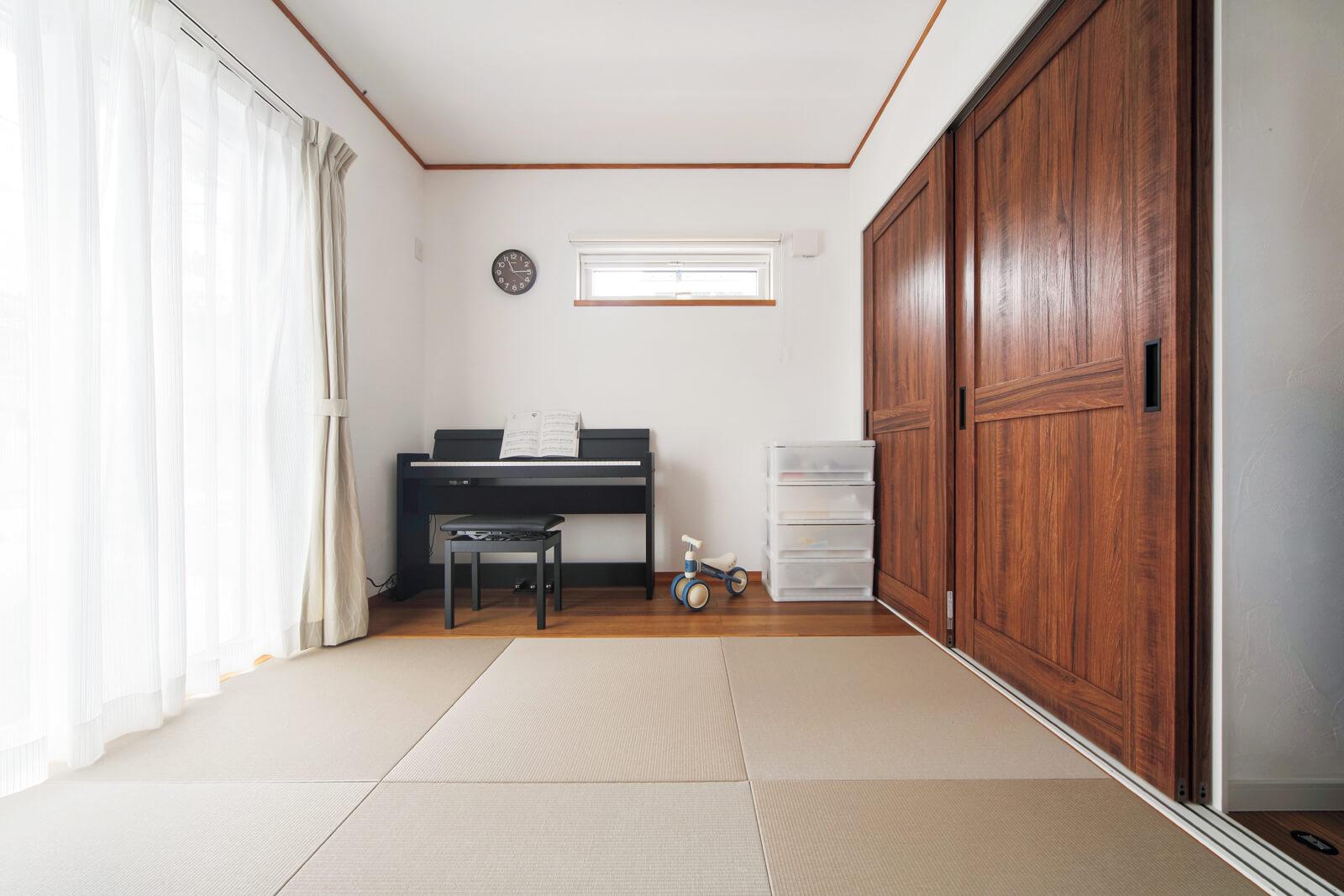 リビングに隣接する和室は、お子さんの遊び場や昼寝スペース、泊まり客用の寝室と多目的に使える