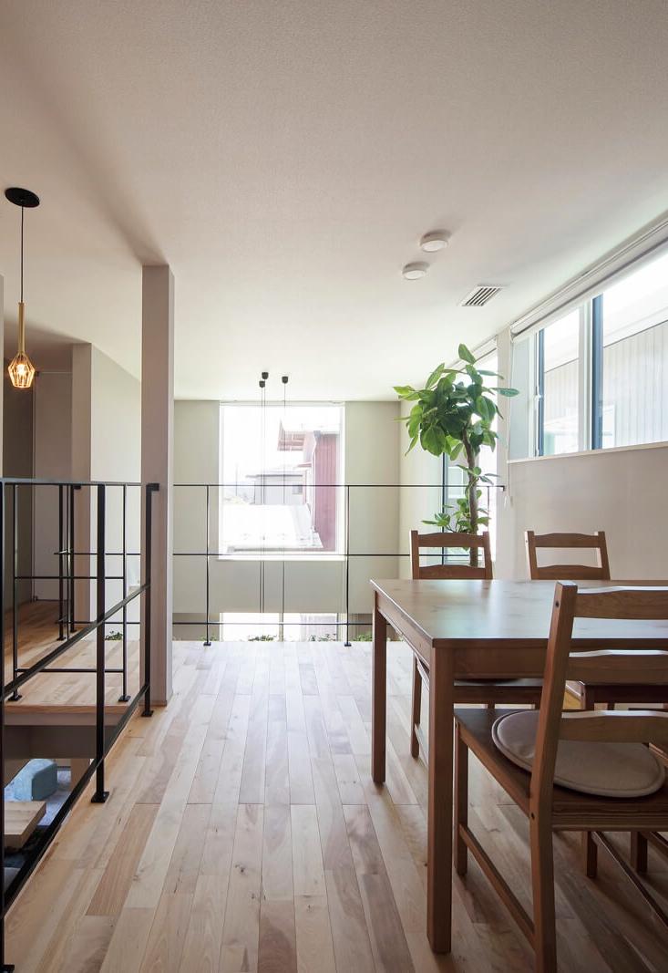 2階も階段を中心に回遊できる間取り。ライフスタイルに応じて多彩な使い方ができる広々としたフレキシブルスペースも魅力