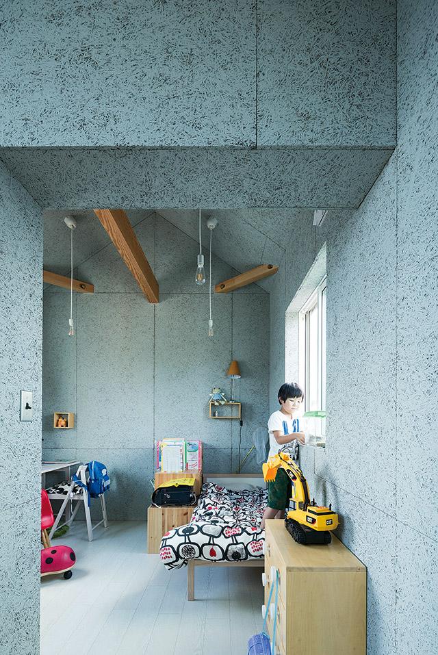 現在は子ども部屋となっている2階の西側寝室。将来的には間仕切ることも可能なプラン