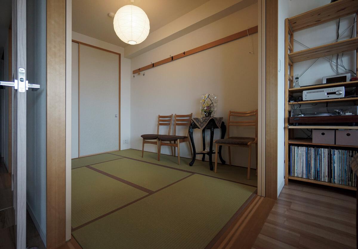 写真3 和室の様子<br>唯一、狭いながらも何も置いていない和室。もう一つ予備室がほしい