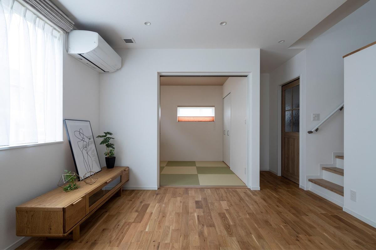 リビング横の和室は、子育てに便利