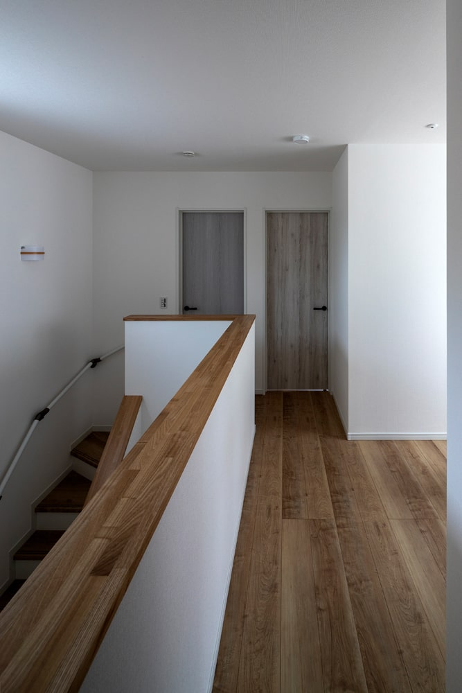 2Fは洋室が3つ。正面の部屋は将来的に子ども部屋として活用する予定