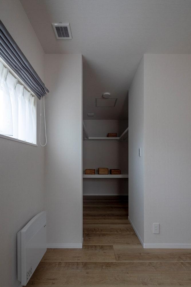 2Fの寝室にはウォークインクローゼットを設置。干した洗濯物をすぐに収納することができてスムーズ