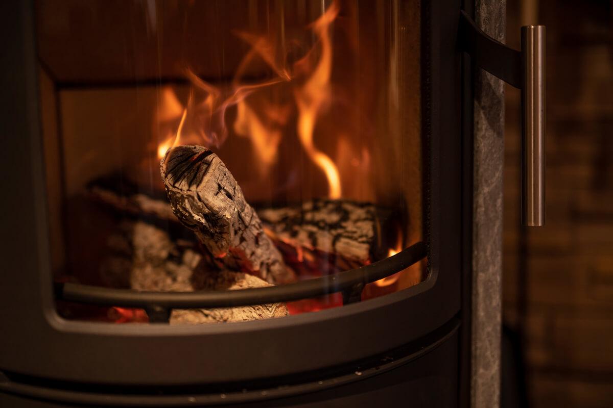 伸びやかに燃えるドラマティックな炎が、薪ストーブのいちばんの魅力