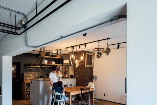 手持ちの古道具や家具が映える、趣のある住空間をリノベで実現