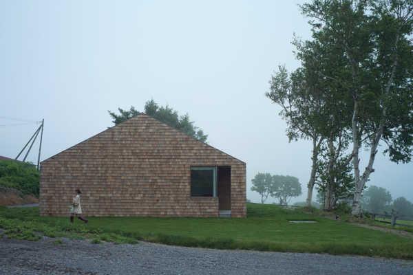 美しく経年変化する家型の平屋