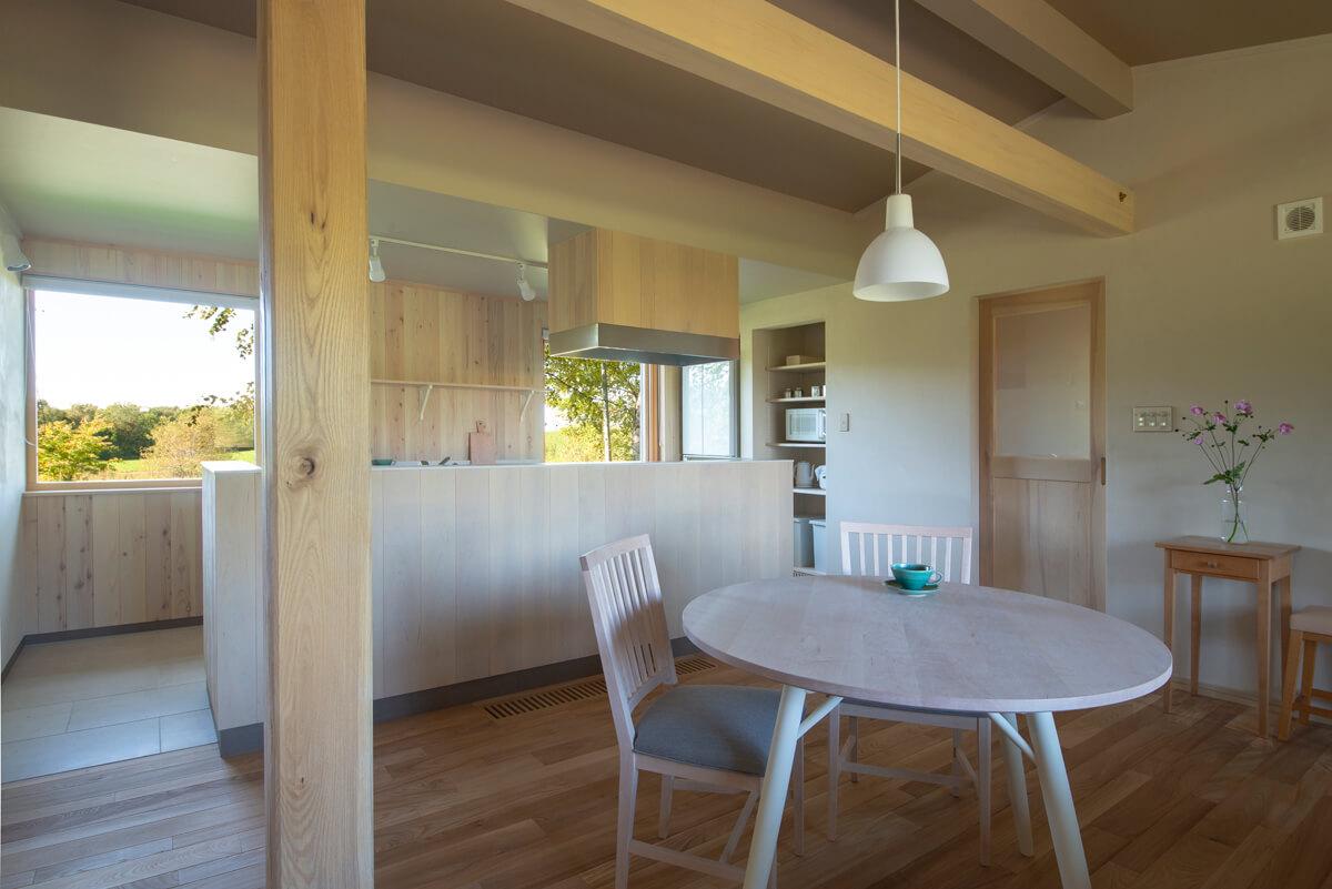 家具を含め、空間を形づくる木のすべてが道産材