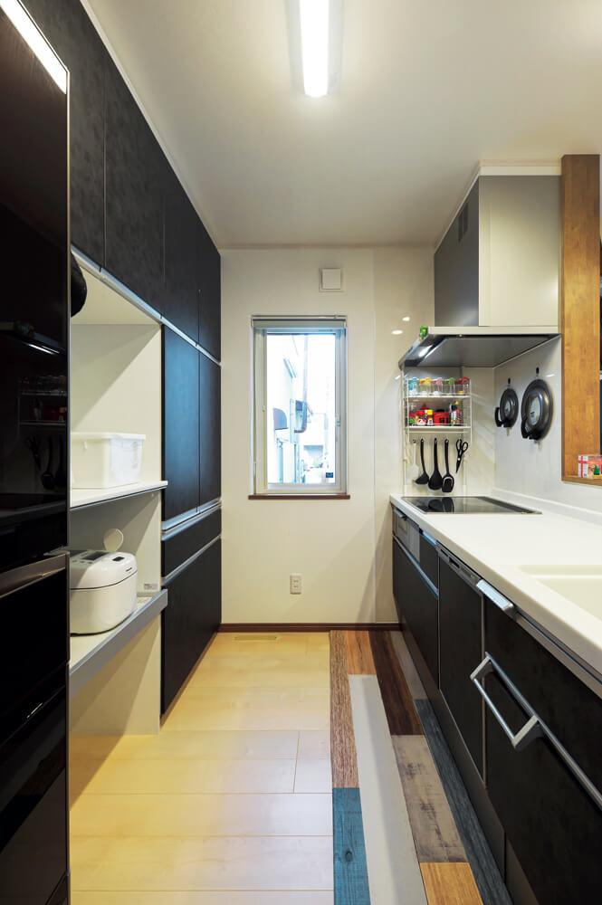 収納豊富なキッチンのおかげで、常にスッキリとした状態を保つことができる